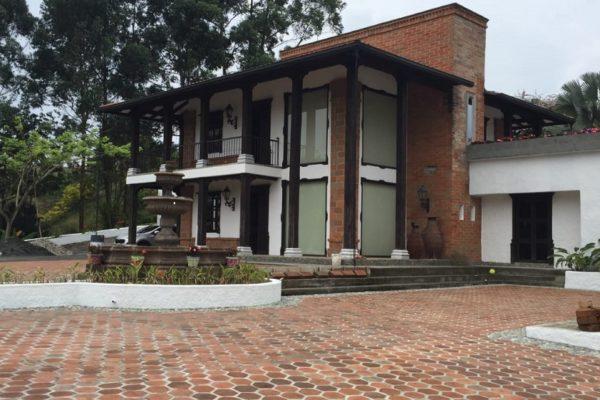HERMOSA PROPIEDAD A 100M AUTOPISTA DEL CAFE